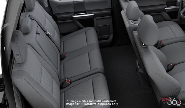 2018 Ford Chassis Cab F-450 XLT | Photo 2 | Medium Earth Grey Cloth, Luxury Captain's Chairs (2S)
