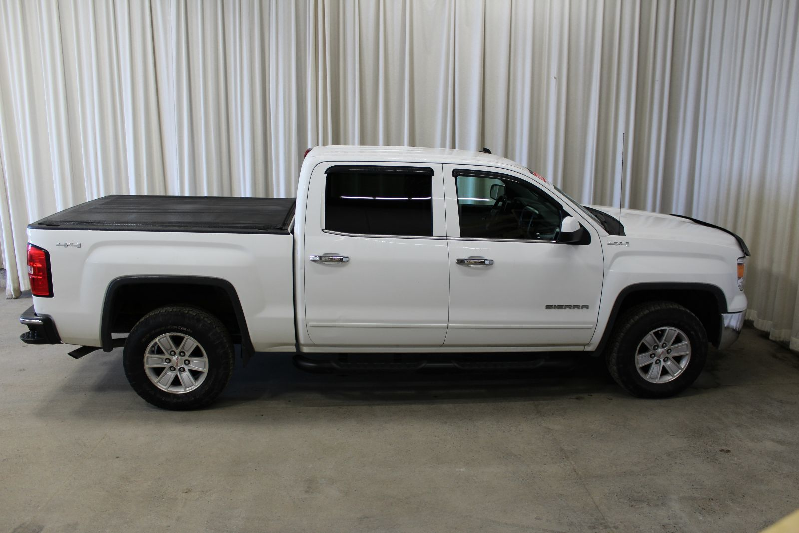 used 2014 gmc sierra 1500 sle 5 3l 8 cyl automatic 4x4 crew cab in middleton g17515a. Black Bedroom Furniture Sets. Home Design Ideas