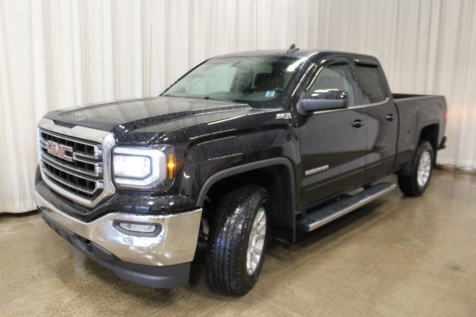 new 2017 gmc sierra 1500 z71 sle 5 3l 8 cyl automatic 4x4 extended cab in middleton g17656. Black Bedroom Furniture Sets. Home Design Ideas