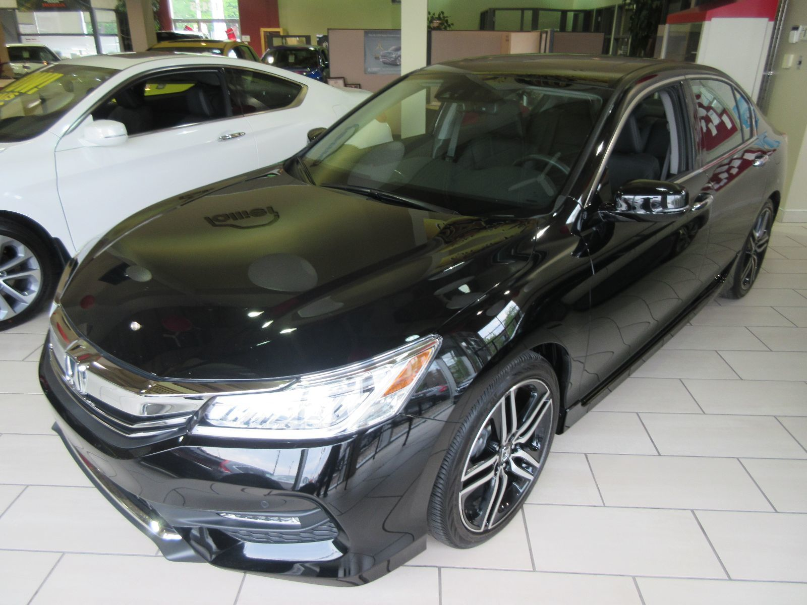 Pre owned 2016 honda accord touring lallier honda montreal for Honda used inventory