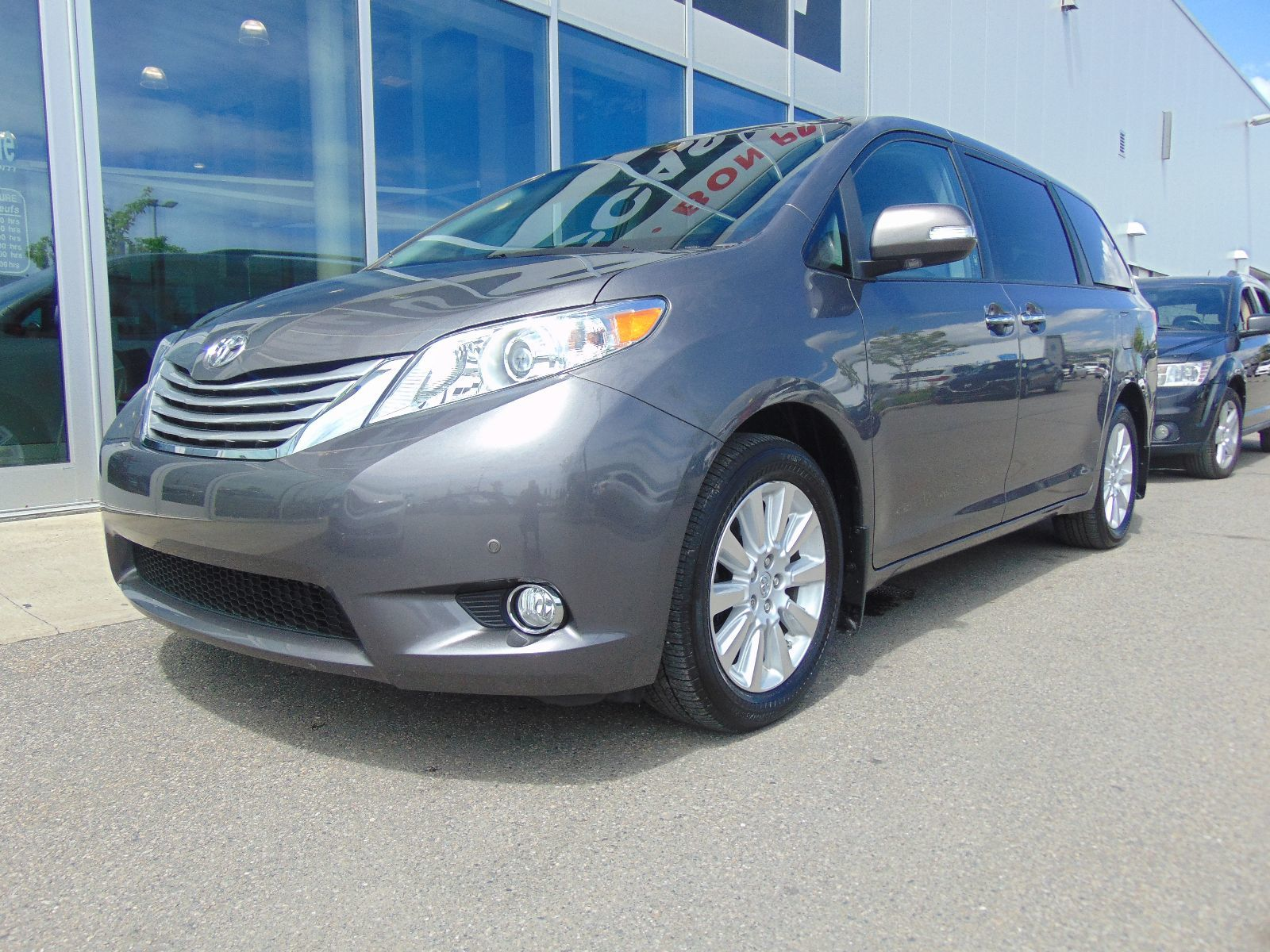 used 2014 toyota sienna deal pending xle awd cuir toit dvd in montreal laval and south shore. Black Bedroom Furniture Sets. Home Design Ideas