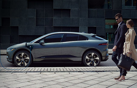 Browse through our special offers on maintenance or the purchase or lease of your next Jaguar vehicle.