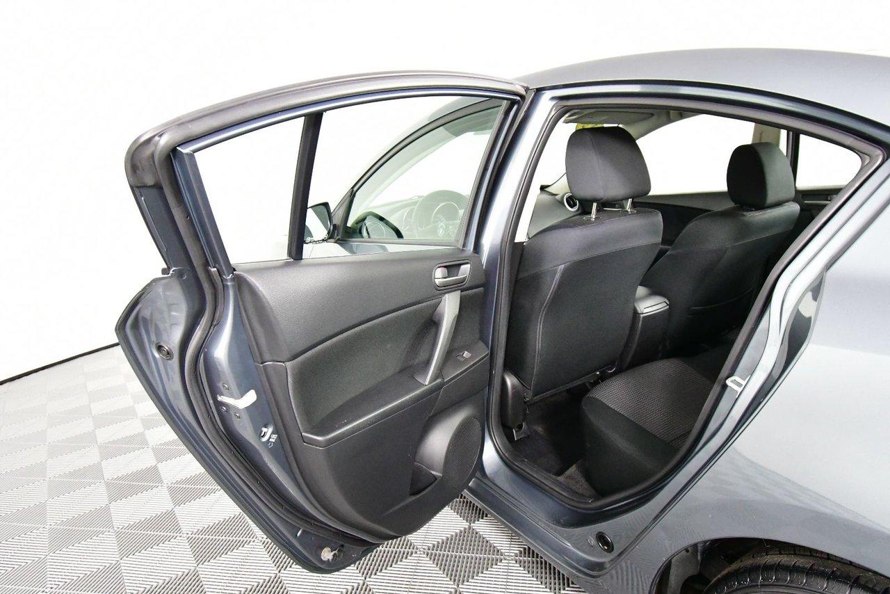 Photo Mazda Mazda3 GX. New MVI. New tires. 2012