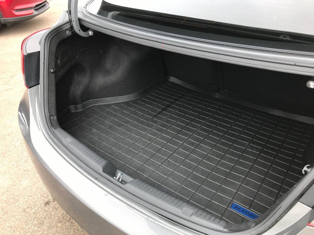 Photo 2013 Hyundai Elantra $99/BW TAX IN!!! LOW KMS! NEW TIRES! NEW BRAKES! $99/BW TAX IN!!! LOW KMS! NEW TIRES! NEW BRAKES!