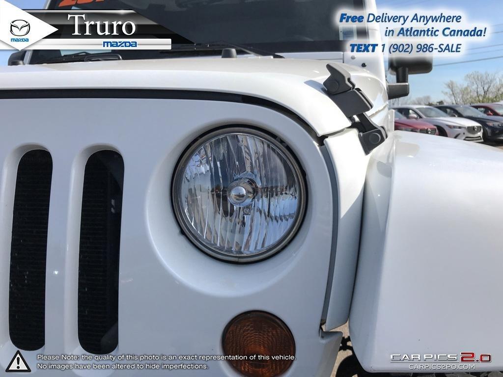 Photo 2013 Jeep Wrangler MANUAL! SAHARA! NEW TIRES! HARD TOP! MANUAL! SAHARA! NEW TIRES! HARD TOP!