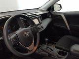 Toyota RAV4 2016 LE, caméra recul, barres de toit, sièges chauffant