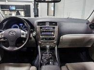 2011 Lexus IS 250 AWD; CUIR TOIT BLUETOOTH SIEGES CHAUFFANTS