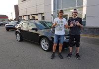 Toutes nos félicitations à Franco Levesque pour l'achat de sa première voiture. Franco est accompagné par son frère. Merci beaucoup.