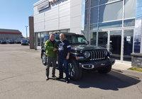 Un gros merci à M. Steve Leblond pour l'achat de son tout nouveau Wrangler 2019. Un client fidèle à Jeep et au Garage Windsor.