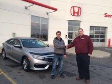 J'ai beaucoup apprécié l'accueil et le service des préposé de chez Bathurst Honda.