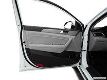 2017 Hyundai Sonata Hybrid BASE | Photo 2