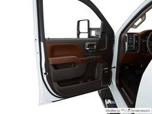 2018 Chevrolet Silverado 2500HD HIGH COUNTRY | Photo 2
