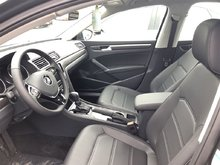 2017 Volkswagen Passat Comfortline Auto w/ Navigation & Driver Assistance