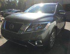 2015 Nissan Pathfinder SV 4WD * Heated Seats, Smart Key, Power Liftgate!