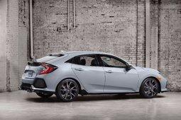The 2017 Honda Civic Hatchback to be seen at the Montreal Auto Show - 1