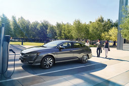 Lead the Way with the 2018 Honda Clarity in Montreal, Quebec - 4