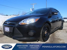 2013 Ford Focus SE  HEATED SEATS, WINTER TIRES, GREAT KMS!