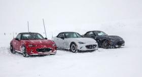 Une propulsion en hiver ? La Mazda MX-5 passe le test sur une piste de neige et de glace