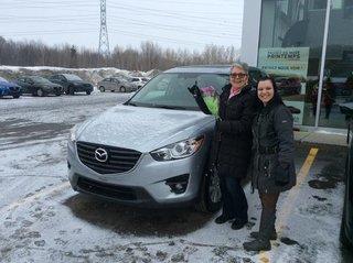 Heureuse d'avoir enfin une voiture neuve Mazda de Prestige Mazda à Shawinigan