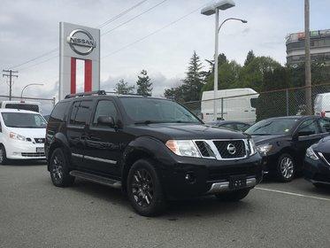 2012 Nissan Pathfinder LE 4x4 * Heated Leather, Moonroof, Backup Camera!
