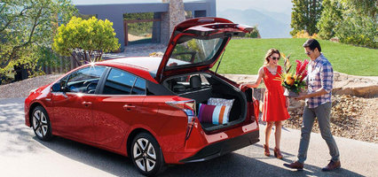 Another Toyota award: The TOYOTA PRIUS wins the 2017 AJAC Canadian Car of the Year Award