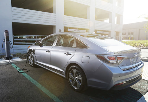 2016 Hyundai Sonata Hybrid: Go green not boring