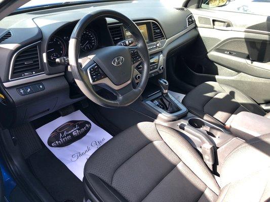 2017 Hyundai Elantra GL (2/11)