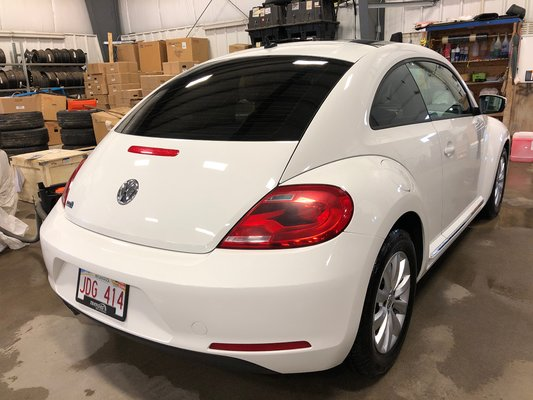 2012 Volkswagen Beetle (2/5)