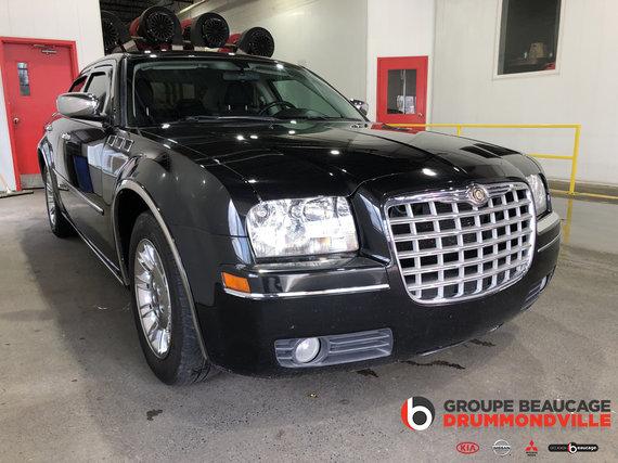 Chrysler 300 2010 TOURING- V6- 3.5L- AUTOMATIQUE- JAMAIS ACCIDENTÉ!!