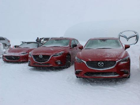 Mazda SKYACTIV et i-ACTIV : une activité hivernale au sommet