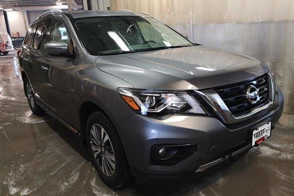 2018 Nissan Pathfinder SV Tech V6 4x4 at