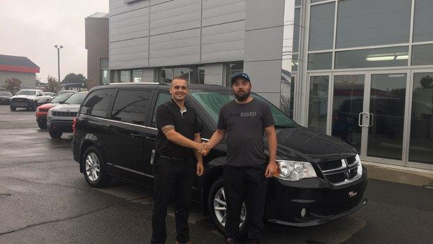 Félicitation à M.James Lepage nouvellement de Rivière-du-Loup pour sa toute nouvelle Grand Caravan Premium Plus toute équipé! Un habitué qui en est déjà à sa 2e Grand Caravan! Toute l'équipe te remercie de ta confiance.