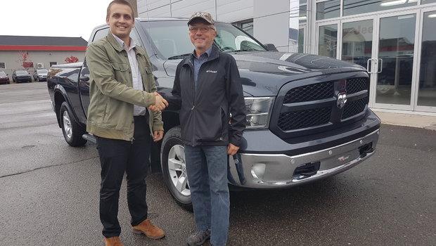 Félicitation à M. Paul Degarie de Riviere-Bleue, fidèle client Ram, M. Degarie vient de faire l'acquisition d'un Ram 1500 outdoorsman ecodiesel ! Merci de votre confiance et bonne route.
