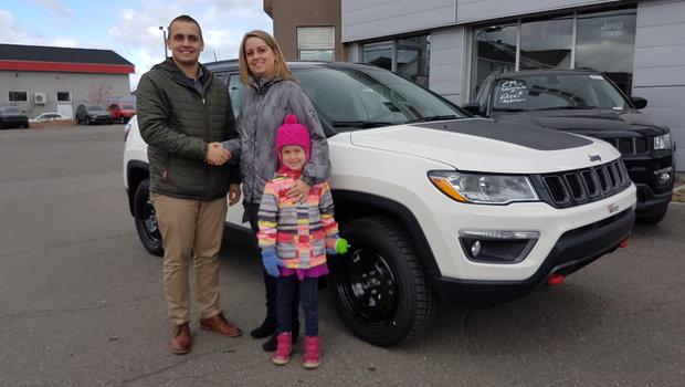 Félicitation à Mme. Isabelle Cyr pour l'achat de son tout nouveau Jeep Compass Trailhawk. Merci de ta confiance et bonne route avec ta petite famille!