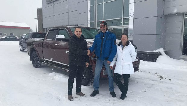 Merci à M. Denis Cassistas et sa conjointe fidèles clients Ram pour l'achat de leur Ram 1500 2018 Limited Edition Tungsten. Félicitation et bonne route !