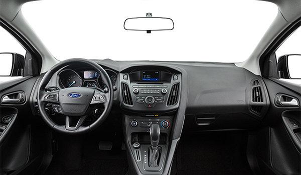 2018 Ford Focus Hatchback SE | Photo 3 | Charcoal Black Premium Cloth