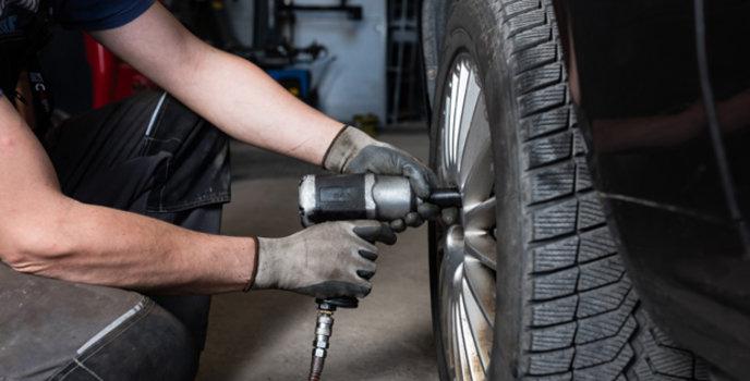 Installation et pose des pneus d'hiver au Québec