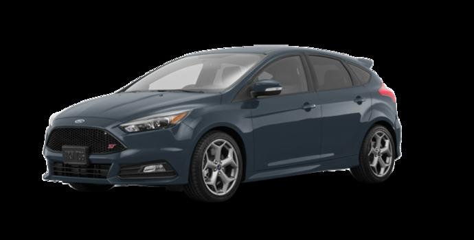 2018 Ford Focus Hatchback ST   Photo 6   Blue Metallic