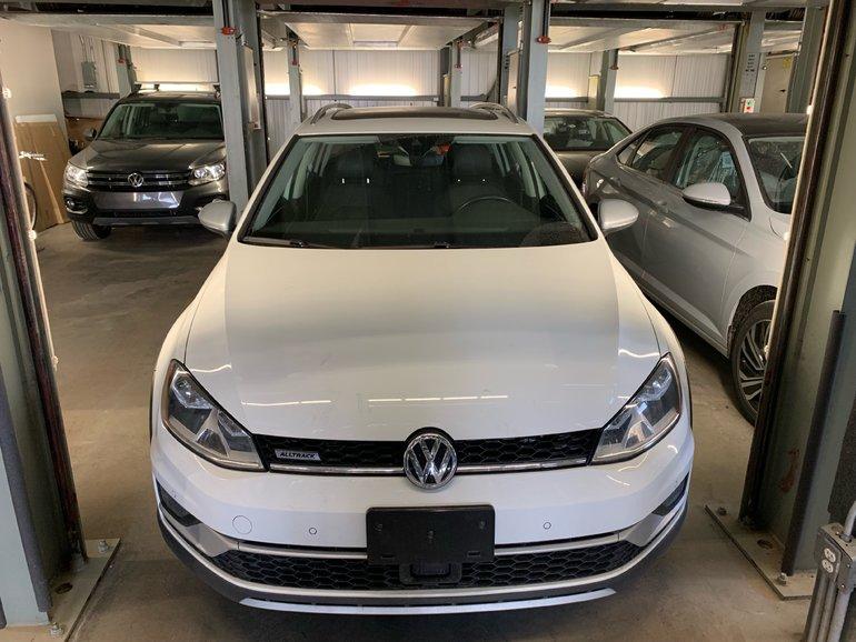 2017 Volkswagen GOLF ALLTRACK EXECLINE (CLEAN) + DRIVING ASSIST PACK + STARTER